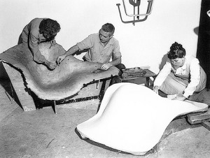 eames-at-work-la-chaise