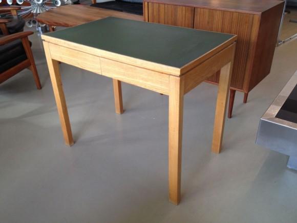 Kleiner CH-Schreibtisch