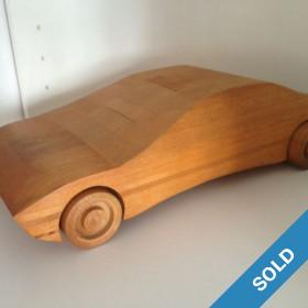 Sportauto aus Massivholz