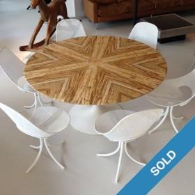 Marmortisch und 6 Stühle