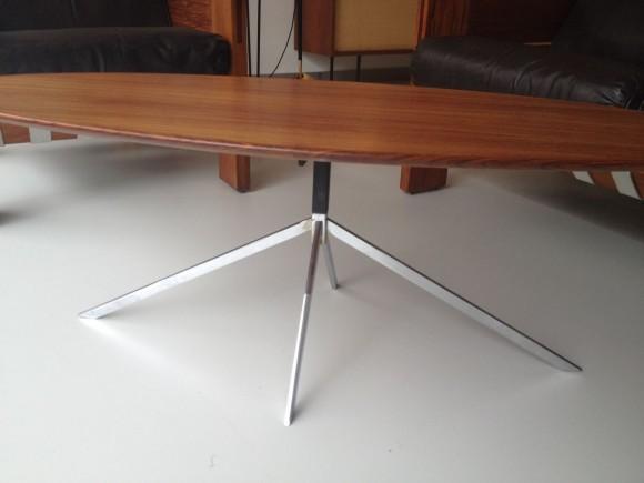 Ovaler Palisander-Clubtisch