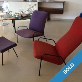 2 dänische Sessel mit Hocker