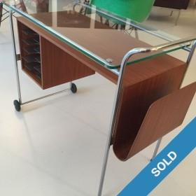 Mobiles kleines Pult mit Glasplatte