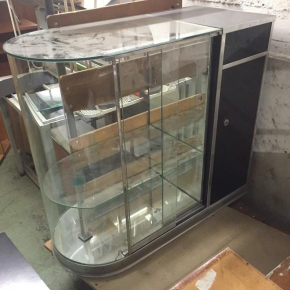 elastique-vintage-moebel-zuerich-coiffeur-einrichtung-vitrine-spiegel-hairdresser-barber-furniture-1-1200x1200