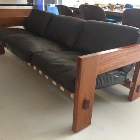 Sofa in Leder und Mahagoni