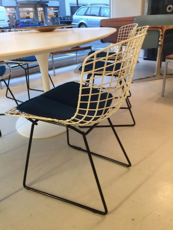 Harry Bertoia Dining Chairs Knoll Elastique Vintage Moebel Zuerich Schweiz 1